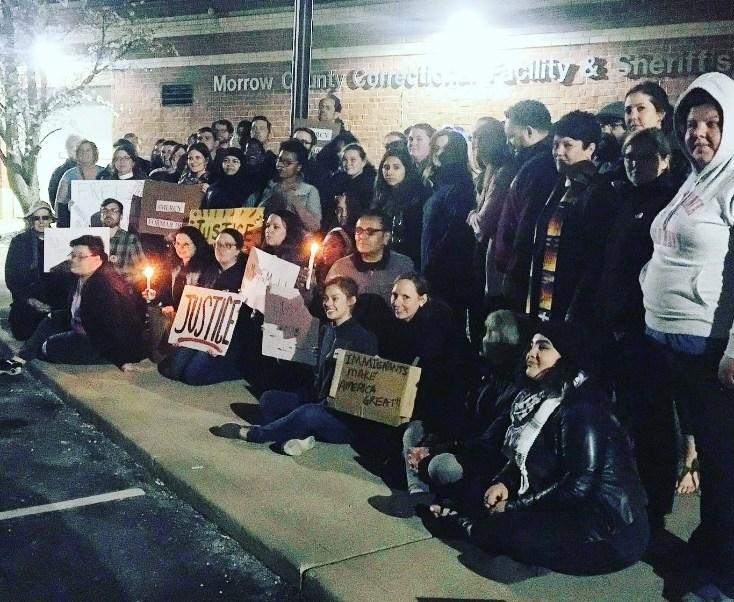 Decenas de personas protestan contra la deportación de Maribel Trujillo (Twitter @columbuspeople)