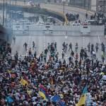 Ante el temor de que ocurran enfrentamientos con las Fuerzas Armadas, los opositores a Nicolás Maduro pidieron al Ejército no reprimir la manifestación. (Getty images, archivo)