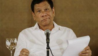 El presidente filipino Rodrigo Duterte reacciona durante una conferencia de prensa en el palacio presidencial Malacanang en Manila, Filipinas. (AP)