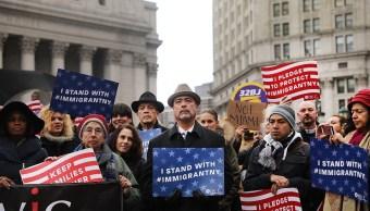Activistas participan en una reunión contra las políticas de inmigración del presidente Donald Trump en New York, Estados Unidos (Getty Images)