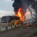 Se incendia autobús en la autopista México-Querétaro