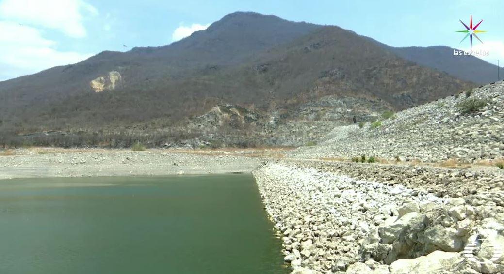 La presa Benito Juárez de Jalapa del Marqués ha descendido tanto su nivel en los últimos meses que se encuentra por debajo del 15 por ciento de su capacidad. (Noticieros Televisa)