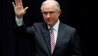 El fiscal general de EU, Jeff Sessions, anuncia una política de 'tolerancia cero' contra la Mara Salvatrucha (Reuters)