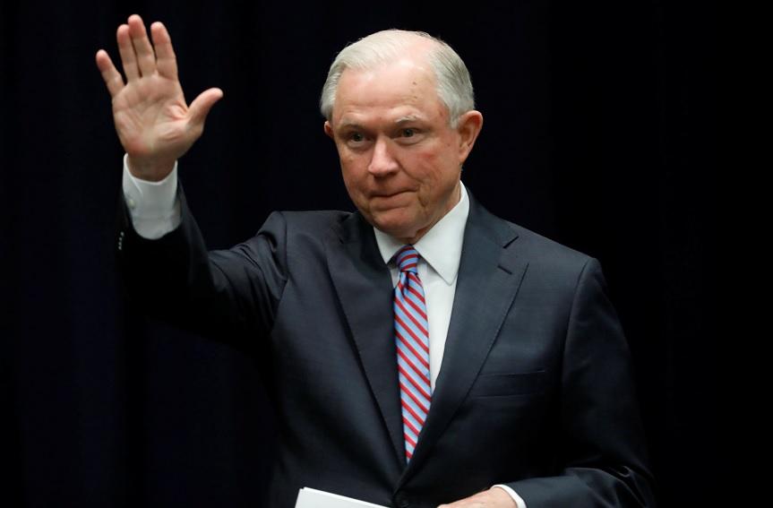 El fiscal general de EU, Jeff Sessions, anuncia una política de 'tolerancia cero' contra la Mara Salvatrucha (Reuters)