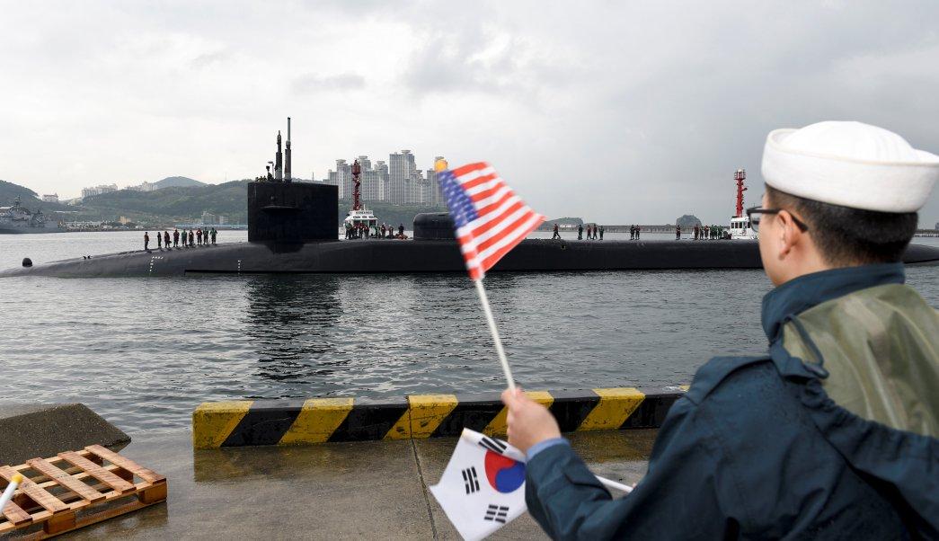 La llegada del USS Michigan coincide con la celebración hoy del 85 aniversario del ejército norcoreano. (Reuters)