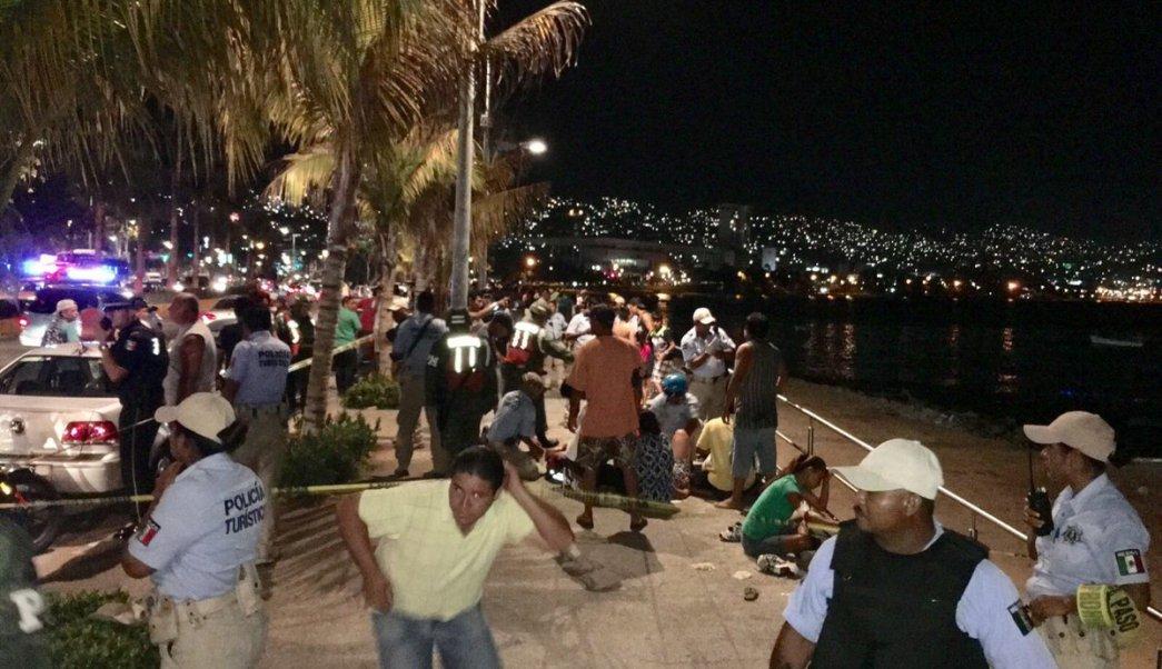 Tiroteo en la costera Miguel Alemán. (Twitter: @EzequielFloresC)