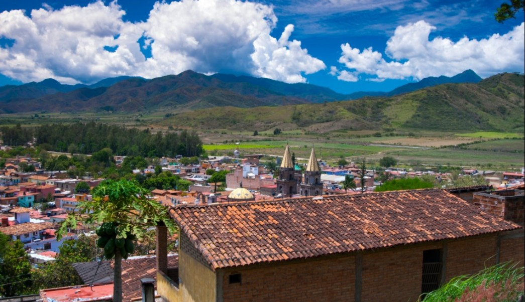 Panorámica de Talpa de Allende, Jalisco; miles de peregrinos acuden a ver a la virgen (Twitter @AristotelesSD)