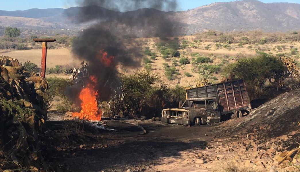 Incendio en un ducto a consecuencia de una toma clandestina en la comunidad de Santa Ana Azcapotzaltongo, Hidalgo. (Noticieros Televisa)