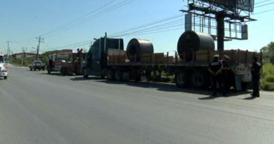 Elementos de la Policía Federal recuperan un tráiler robado (Noticieros Televisa)