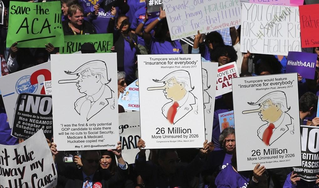 Cientos de personas marchan en Los Ángeles contra Trump (AP)