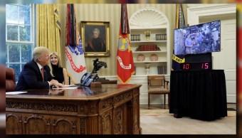 El presidente Donald Trump y su hija Ivanka realizan una videoconferencia con la Comandante Peggy Whitson y el ingeniero de vuelo Jack Fischer de la NASA (Reuters)
