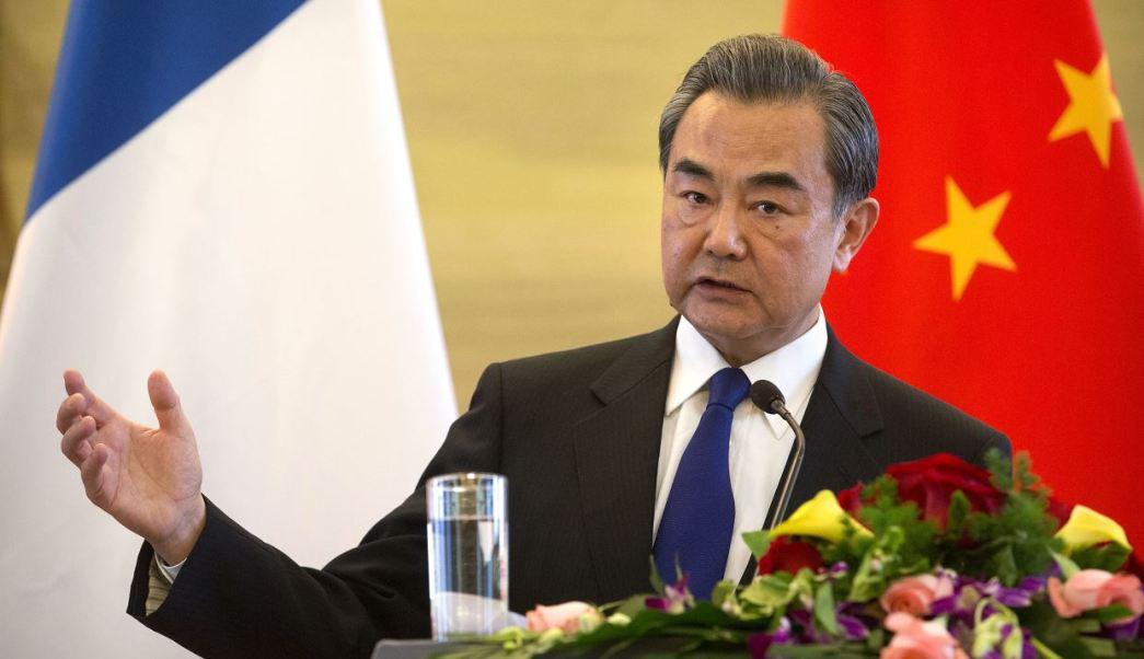 El ministro chino de Exteriores, Wang Yi, urgió a retomar el diálogo y a 'no dejar que las cosas evolucionen hasta un punto irreversible'. (AP)