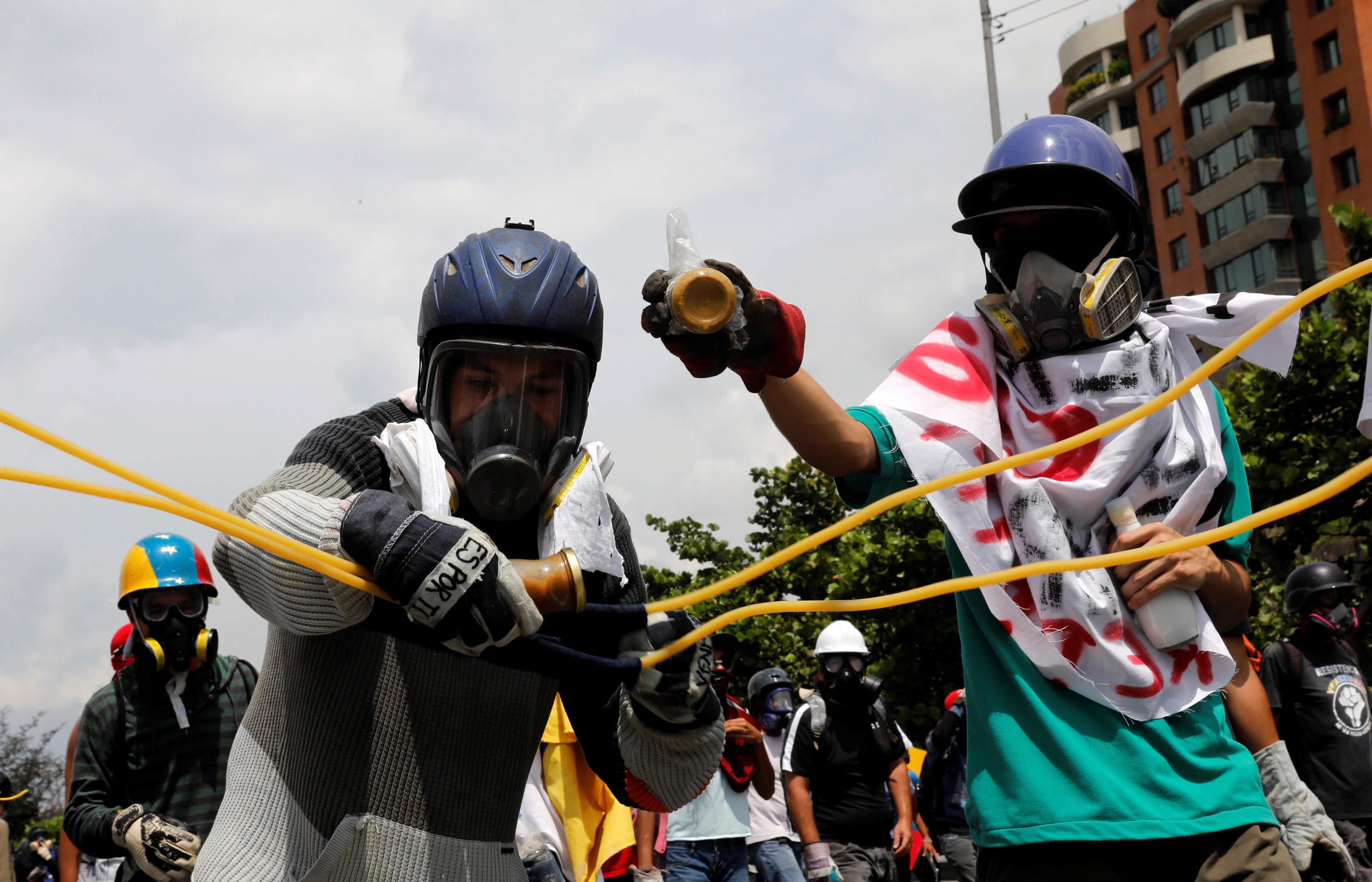 La Policía dispersa con gas lacrimógeno una manifestación opositora en Caracas