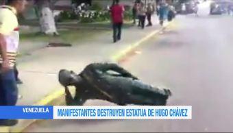 Manifestantes, destruyen, estatua, Hugo Chávez, Venezuela, Zulia
