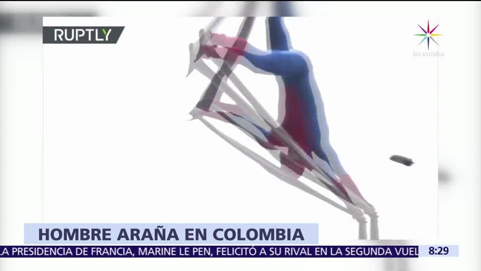 hombre disfrazado, calles de Colombia, malabares peligrosos, Spiderman