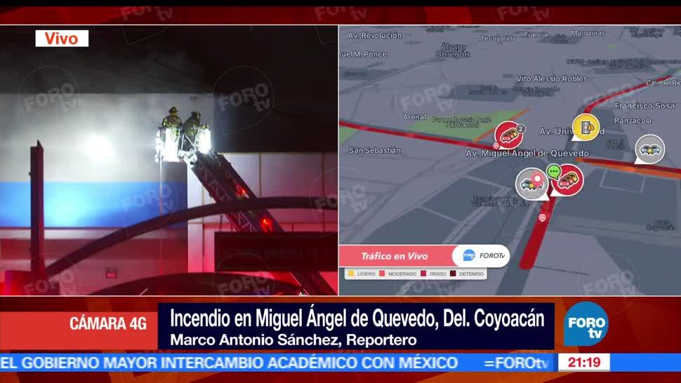 Bomberos trabajan, controlar, incendio, centro comercial en Coyoacán, Avenida Miguel Ángel de Quevedo, Universidad