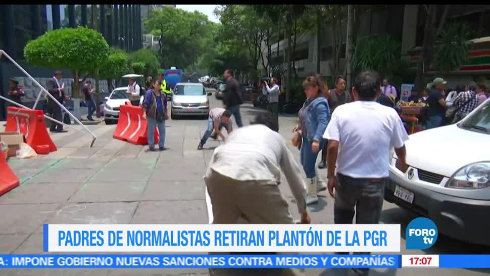 Padres de normalistas,retiran carpas, Reforma, Ayotizinapa
