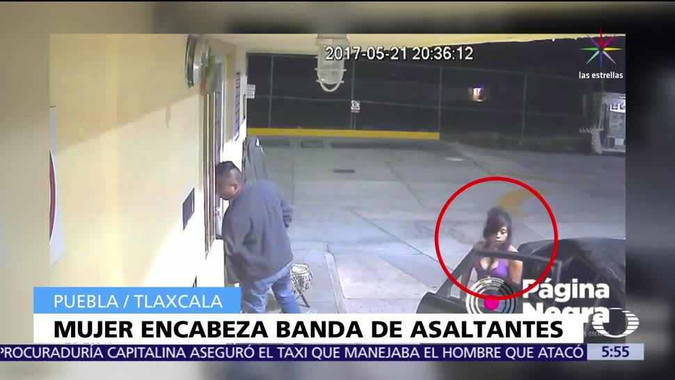 video, mujer, banda de cuatro hombres, asalta gasolinerías