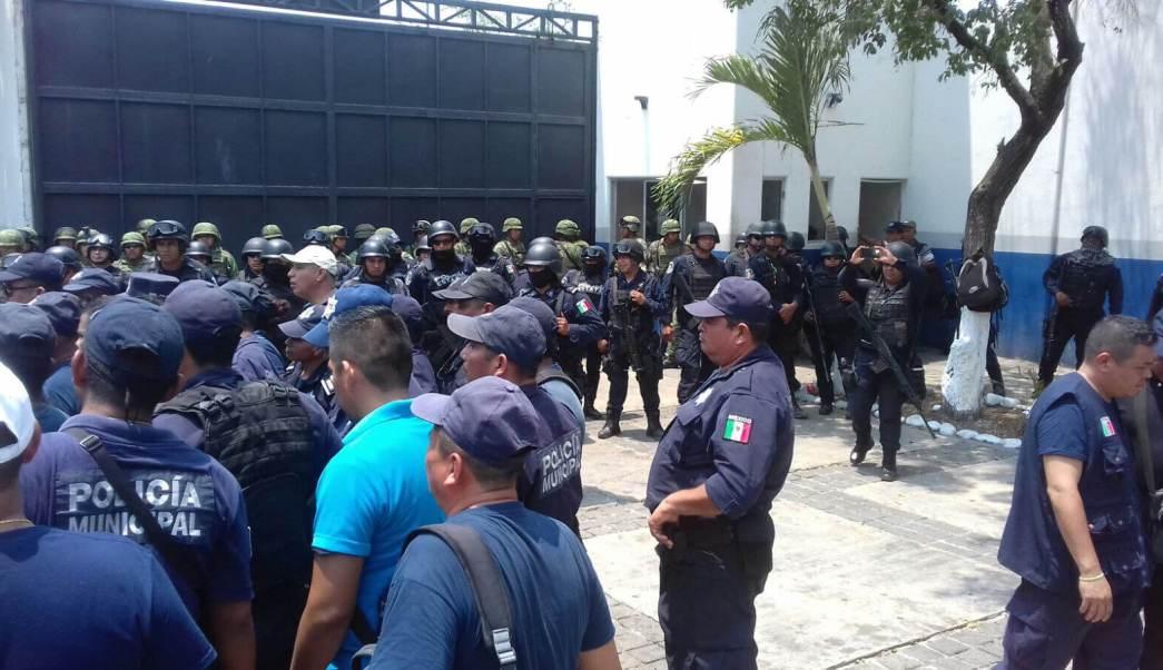 Desarme de la Policía Municipal de Zihuatanejo. (EFE, archivo)