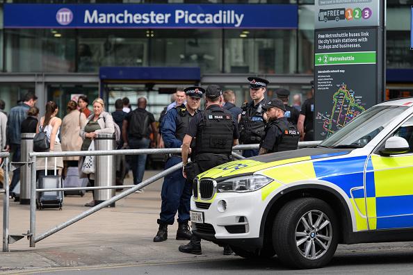 Oficiale, Policía británica, estación de tren, Piccadilly