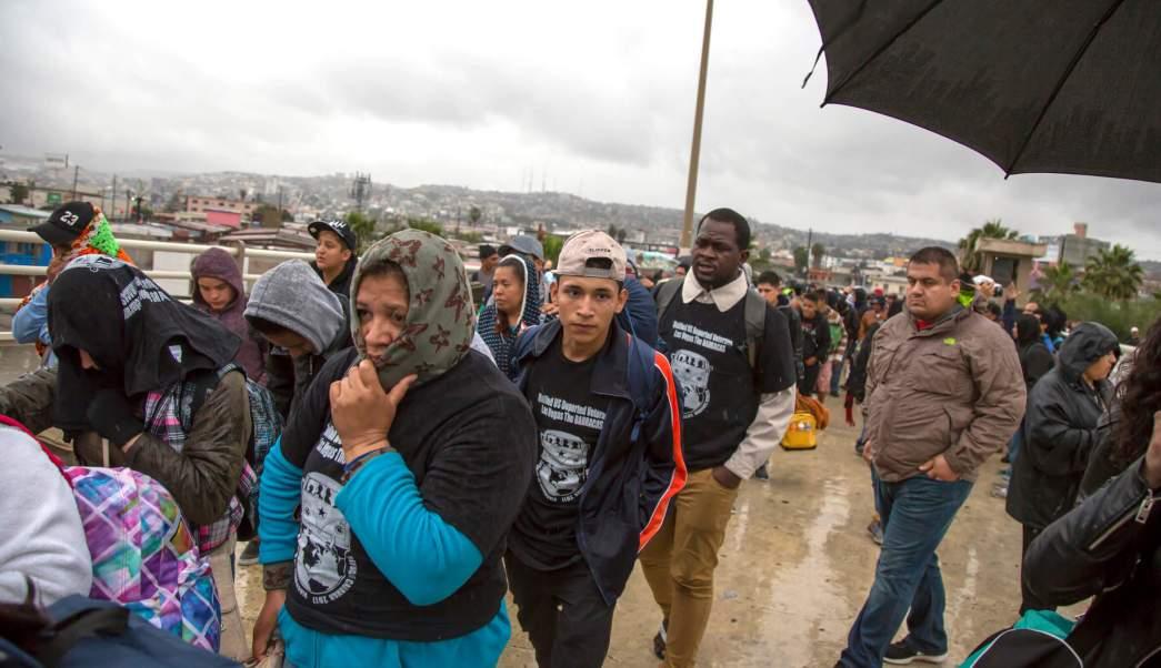 Migrantes cruzaron por el puerto fronterizo de El Chaparral a EU