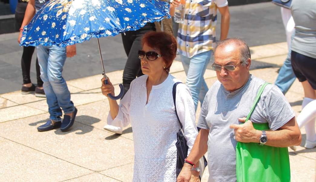 Las autoridades piden a la población evitar exponerse a los rayos de sol por tiempo prolongado (Notimex)