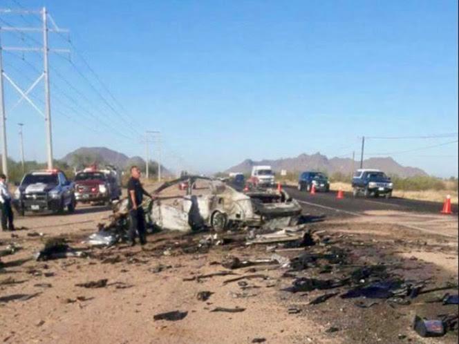 Tras el choque el vehículo se incendió. (Noticieros Televisa)