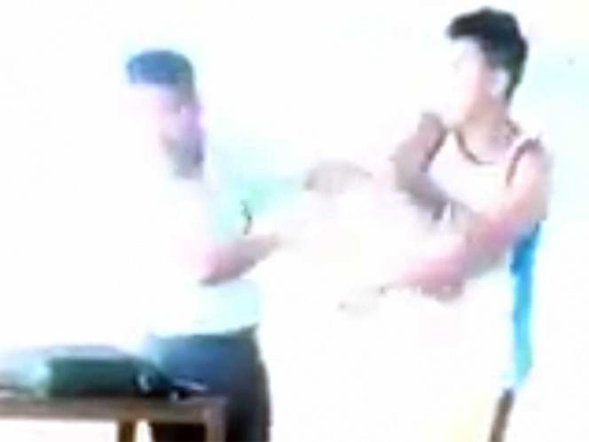 video de alumno cuando le pega a su profesor de secundaria
