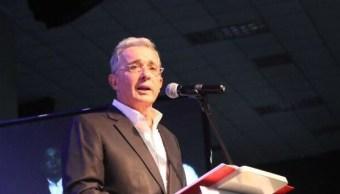 Fotografía que muestra al expresidente colombiano Álvaro Uribe Vélez. (@AlvaroUribeVel/Archivo)