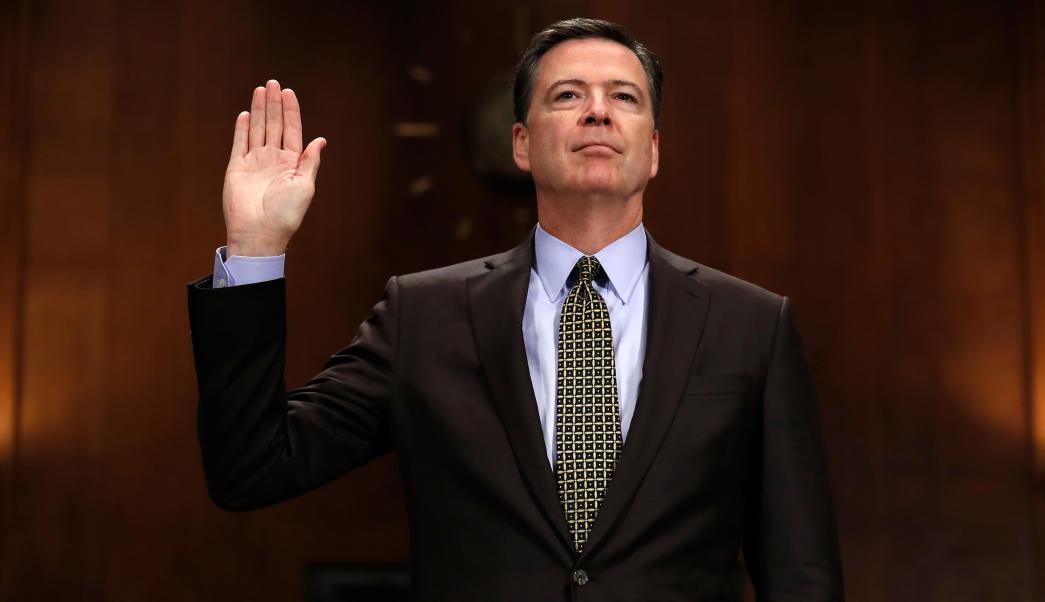 Director del FBI, James Comey, juramentado en el Capitolio en Washington. (AP)