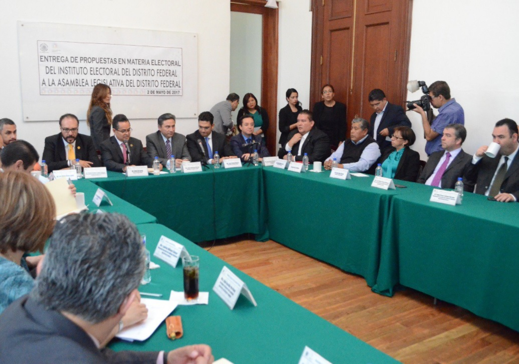 Entrega IEDF a la ALDF propuestas para la ley electoral