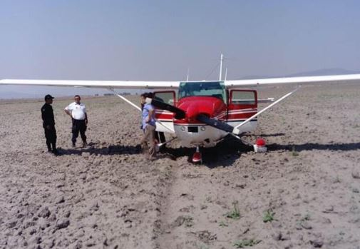 Aterriza avioneta en campo de cultivo en Hidalgo