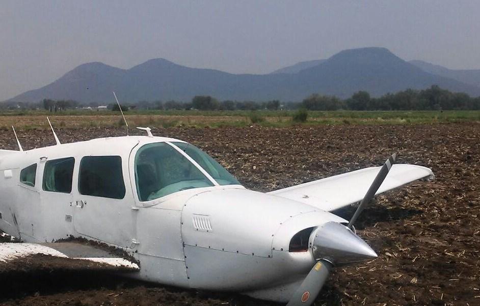Avioneta realizó un aterrizaje de emergencia en Ajacuba, Hidalgo. (Noticieros Televisa)