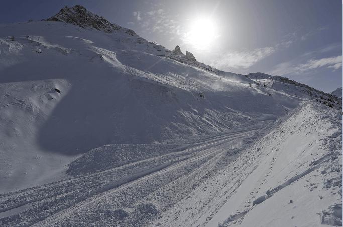 Avalancha de nieve en los Alpes franceses