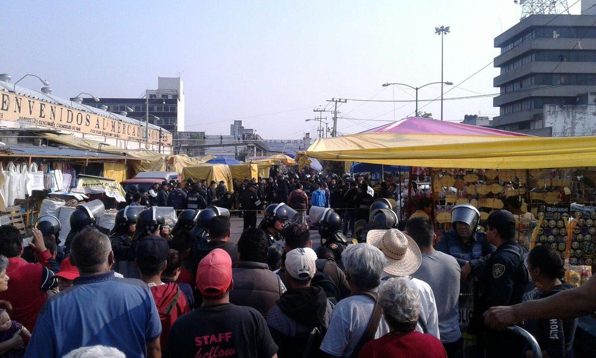 Balacera en el Mercado de Sonora deja dos muertos y un herido