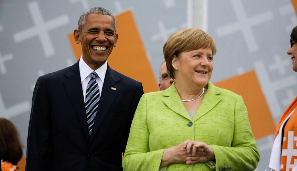 Barack Obama y Angela Merkel en la Puerta de Brandenburgo