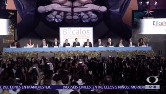 beneficiados, programa Bécalos, Polyforum Cultural Siqueiros, Ciudad de México