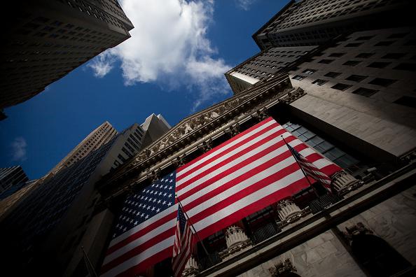 BMV opera con avance, espera minutas de la Fed