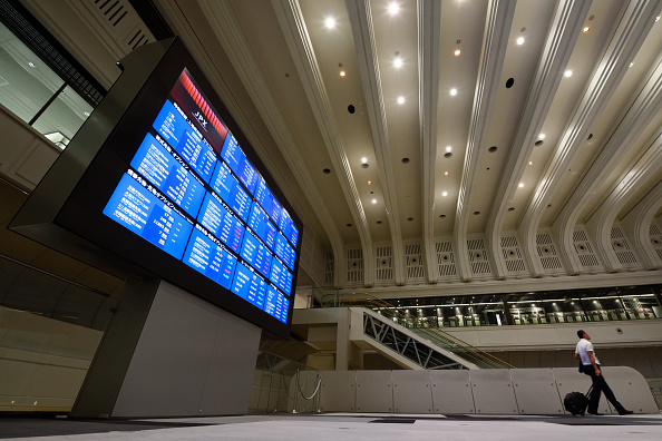 Tablero electrónico con resultados de la Bolsa de Tokio
