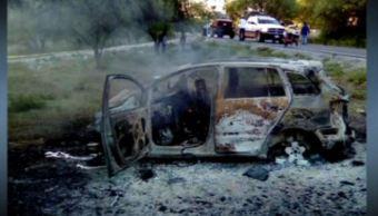 Auto calcinado en Bustamante Nuevo León