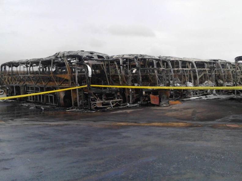Fueron incendiados autobuses en el estado de Bolívar, Venezuela (Twitter @rangelgomez)