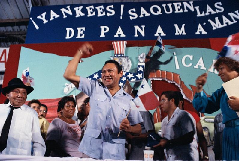 El dictador panameño Manuel Noriega durante un mitin en 1989 (Getty Images)