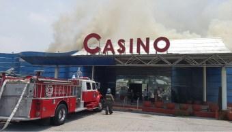 El incendio se registró en un casino abandonado. (@NaucalpanCiudad)