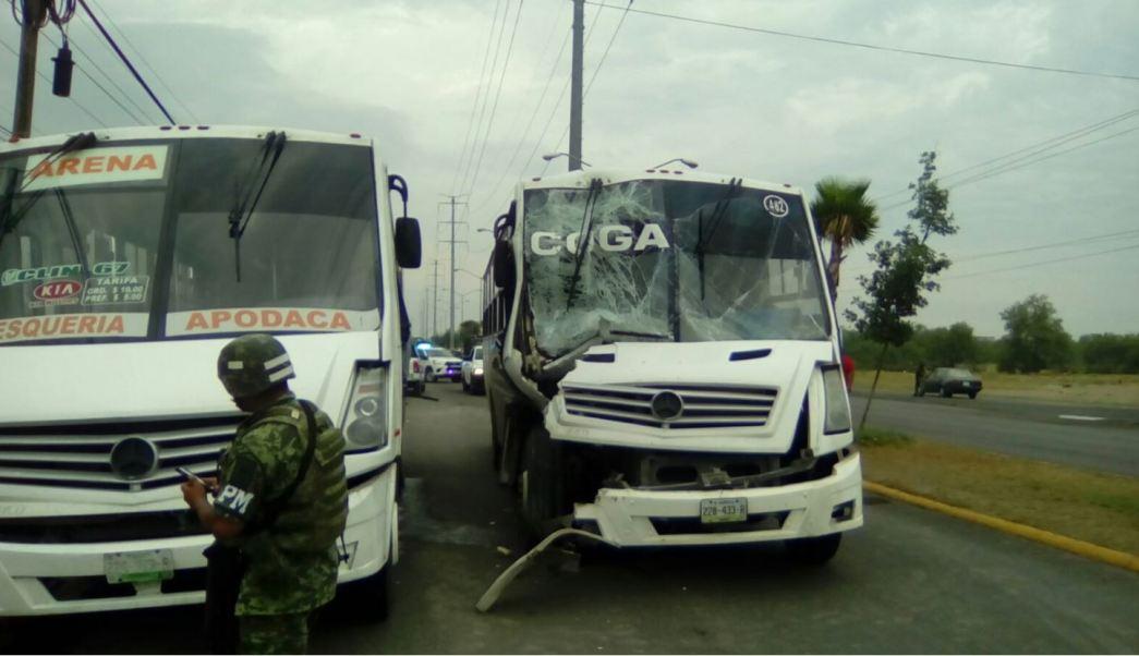 camiones de transporte chocan en pesqueria
