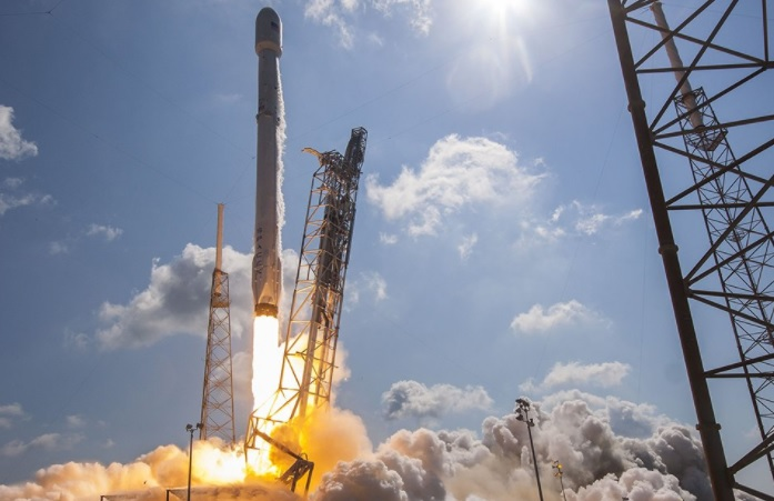 Un cohete reciclable Falcon 9 (Twitter: @spokesoftware)