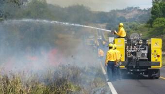 En México hay 772 vehículos especializados para combatir incendios forestales. (Twitter @SEMARNAT_mx, archivo)