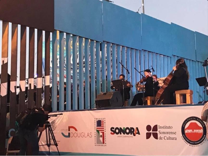 Pobladores de la frontera participan en concierto