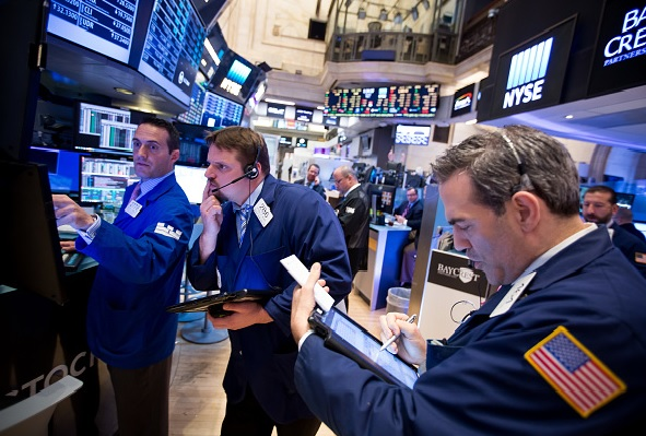 S&P y Nasdaq abren con alzas; IBM arrastra al Dow Jones