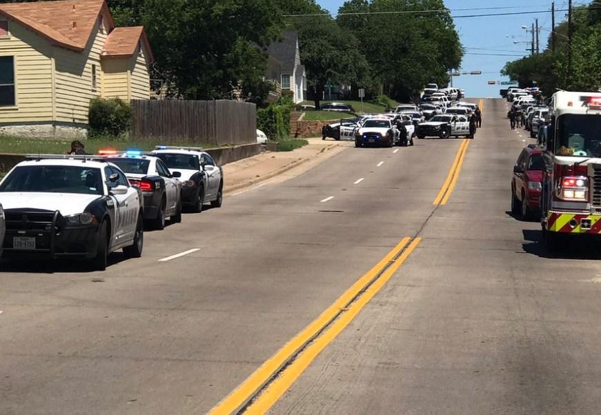 Autoridades de Dallas responden a un tiroteo en la zona de Dolphin Road (Twitter @DallasPD)