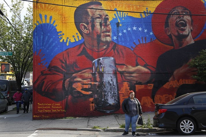 Venezolanos destruyeron mural de Chávez en EE UU
